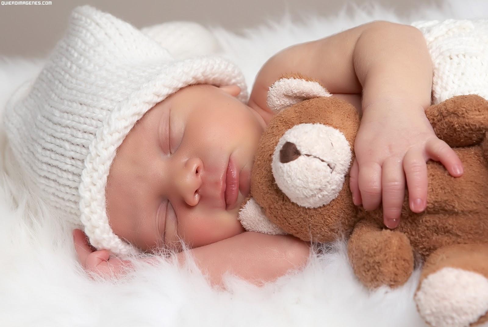 Durmiendo con el peluche