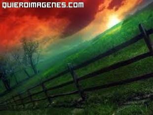 Bonito paisaje con color rojo en el cielo