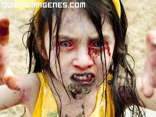 Niña muy bien disfrazada de Zombie