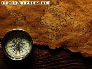 Brújula con un mapa antiguo