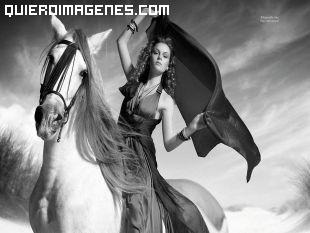 Una gran belleza a caballo