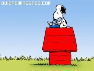 Snoopy y su maquina de escribir
