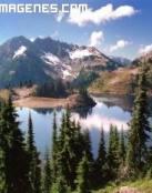 Espectacular lago en las montañas