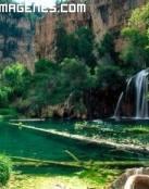 Espectacular paisaje con catarata