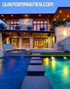 Casa de piedra con piscinas