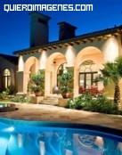 Mansión con jardín y piscina