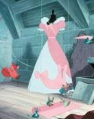 Los animales cosen el vestido