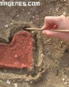Imagen de un corazon en la arena