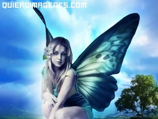Chica con alas de mariposa